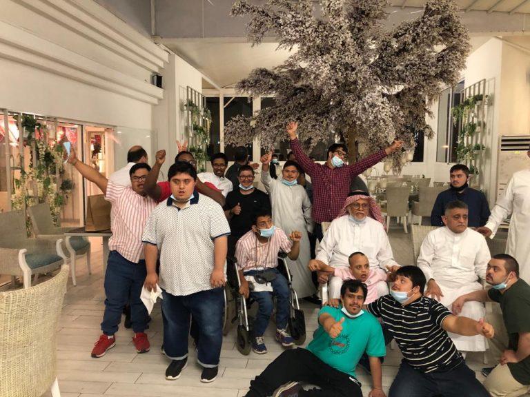 شباب جمعية متلازمة النجاح في ضيافة مطعم الشرافة بالحمراء